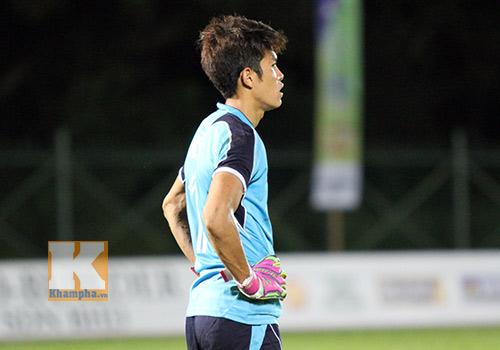 """Chùm ảnh: U19 VN """"hành hạ"""" đàn anh U21 Campuchia - 14"""