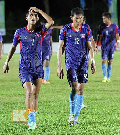 """Chùm ảnh: U19 VN """"hành hạ"""" đàn anh U21 Campuchia - 15"""
