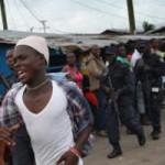 """Tin tức trong ngày - """"Tâm bão"""" Ebola: Dân tấn công, cướp đồ bệnh nhân"""