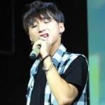 """Ca nhạc - MTV - Sơn Tùng M-TP thích thú với bản chế """"Em của ngày hôm qua"""""""