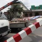 Tin tức trong ngày - HN: Xe biển ngoại giao húc đổ thanh chắn cầu vượt