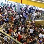 Thời trang - Thương xá Tax đông nghẹt người trước khi đóng cửa