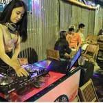 Cẩm nang tìm việc - Nữ DJ xuống vỉa hè chơi nhạc, bán trà chanh ở Sài Gòn