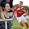 Bầu 7 tháng, vợ Tuấn Hưng đến cổ vũ chồng đá bóng