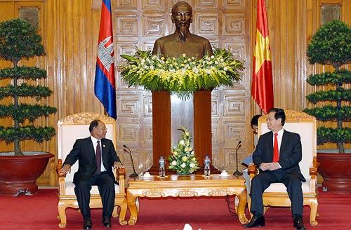 """""""Campuchia lấy làm tiếc về hành động đốt cờ VN"""" - 1"""