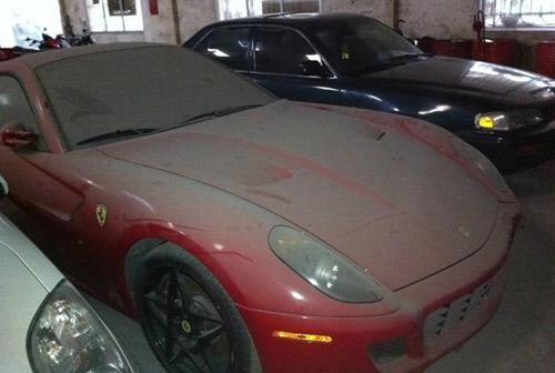 Dàn siêu xe Ferrari phủ bụi ở Việt Nam - 1