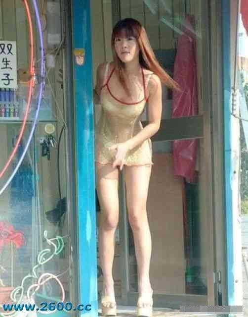 Ngỡ ngàng vì cô gái bán kem sexy ở Đài Loan - 1