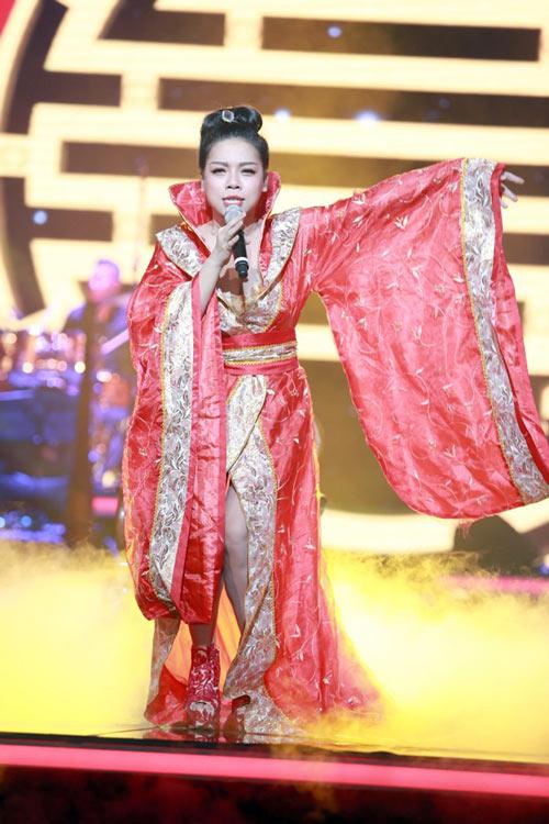 """Hà Linh liên tục """"gặp nạn"""" vì trang phục - 3"""