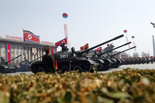 Triều Tiên dồn xe tăng hạng nặng áp sát biên giới TQ - 1