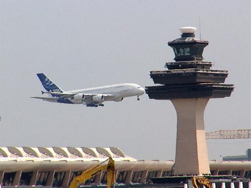 TQ: Máy bay không thể hạ cánh vì kiểm lưu… ngủ gật | videohai