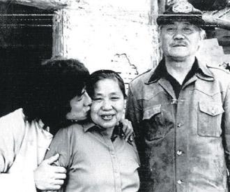 Mẹ Thành Long từng là nữ giang hồ buôn ma túy - 5