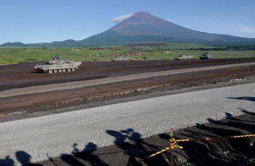 Mãn nhãn xem Nhật phô diễn hỏa lực dưới núi Phú Sĩ - 3