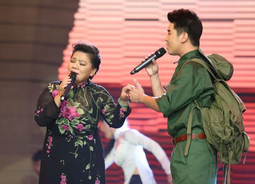 NSND Thanh Hoa lần đầu hát cùng con trai út - 1