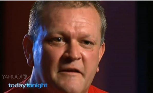 Thoát khỏi hàm cá mập nhờ bài hát truyền thống Liverpool - 1