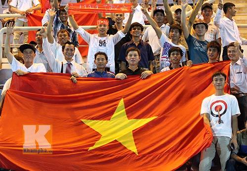 """CĐV Việt ở Brunei """"cháy"""" cùng U19 VN - 1"""