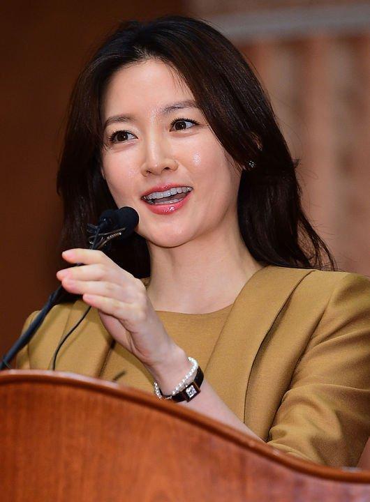 Lee Young Ae trở lại với vai hiền mẫu trong lịch sử - 1