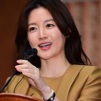 Lee Young Ae trở lại với vai hiền mẫu trong lịch sử
