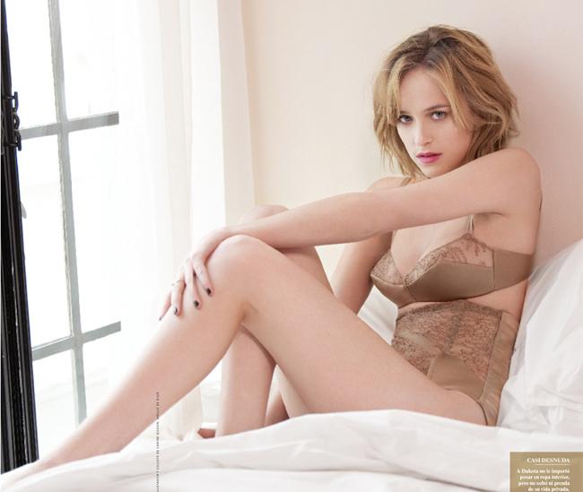 """Khi mới nhận vai diễn hồi tháng 9/2013, Dakota đã bị không ít người hâm mộ  """" tẩy chay """"  và cho rằng cô không phù hợp."""