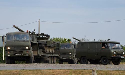Báo Anh công bố bằng chứng Nga đưa xe tăng vào Ukraine? - 3