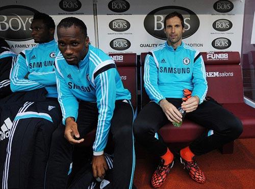 Mourinho cần tôn trọng Cech - 1