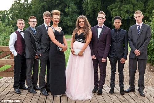 Học sinh Anh tiêu tốn 1000 tỷ cho đêm dạ hội - 4