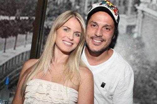 """""""Mòn mắt"""" với vợ của tân binh Benfica - 1"""