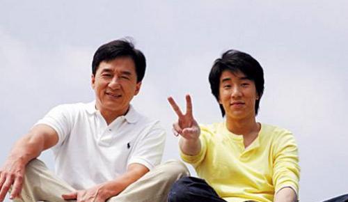 """Con nghiện hút, Thành Long bị fan """"ném đá"""" - 2"""