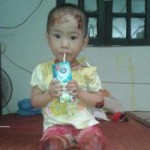 Tin tức trong ngày - Thấp thỏm dõi theo sự sống của bé gái ở chùa Bồ Đề