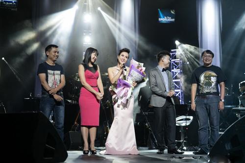 """Phạm Anh Khoa """"phá nát"""" bài hit của Uyên Linh - 11"""