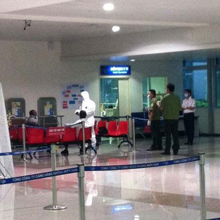 Ngừng cách ly 2 người từ tâm dịch Ebola đến VN bị sốt - 1