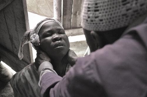 """""""Thần y"""" ở Tây Phi làm lây nhiễm Ebola cho 848 người - 1"""