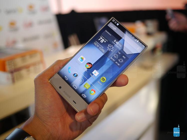 """Aquos Crystal được hãng sản xuất của Nhật Bản là Sharp ra mắt với biệt danh  """" smartphone không viền màn hình """" ."""