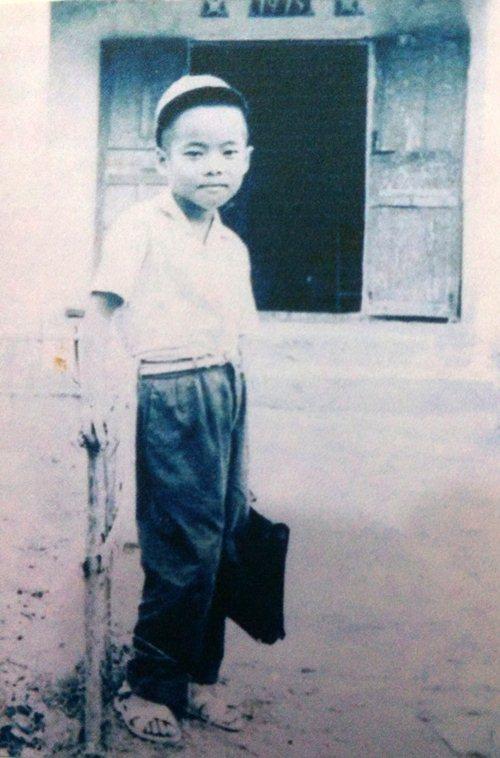 """""""Ông hoàng nhạc sến"""" Ngọc Sơn khoe ảnh thuở bé - 1"""