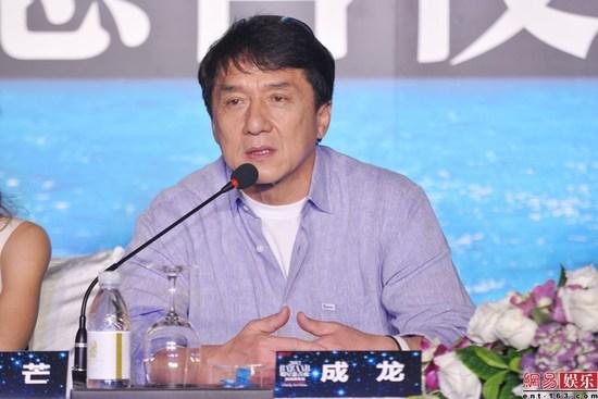 """Con nghiện hút, Thành Long bị fan """"ném đá"""" - 7"""