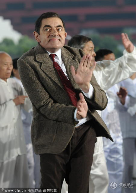 Vua hài Mr. Bean quậy hết cỡ trên quảng trường Thượng Hải - 2