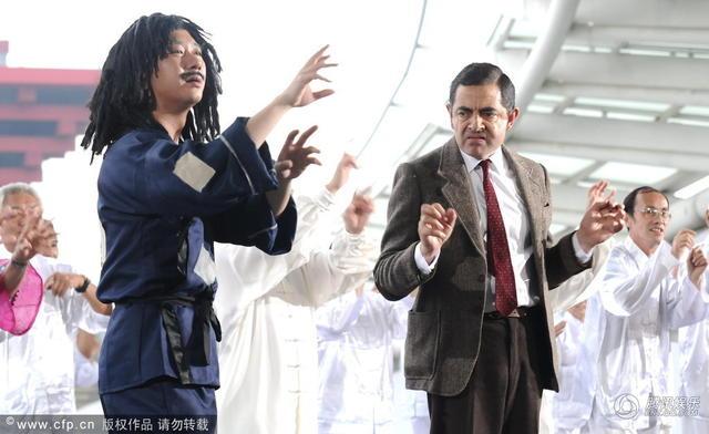 Vua hài Mr. Bean quậy hết cỡ trên quảng trường Thượng Hải - 1