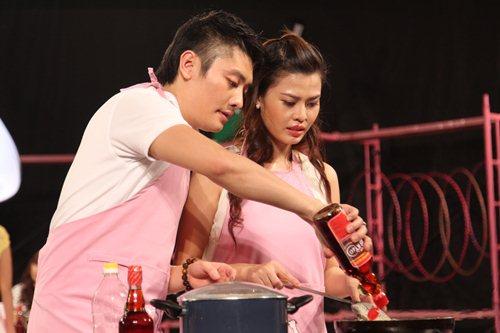 MC Tuấn Anh khoe tài nấu ăn cùng vợ trên sóng truyền hình - 4