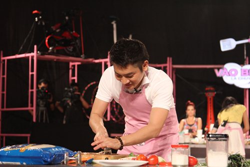 MC Tuấn Anh khoe tài nấu ăn cùng vợ trên sóng truyền hình - 2