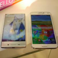 Aquos Crystal so dáng với Samsung Galaxy S5