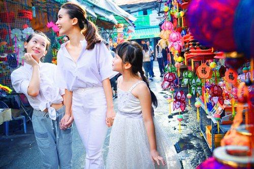 Yến Trang cùng học trò dạo phố lồng đèn - 5