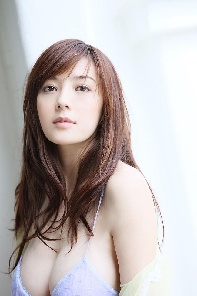 Châu Vĩ Đồng bắt đầu sự nghiệp với vai trò làm người mẫu quảng cáo.