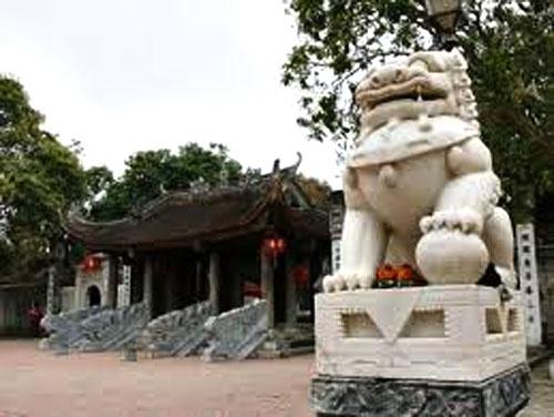 """""""Chùa thờ Phật, sao lại đặt sư tử đá""""? - 1"""