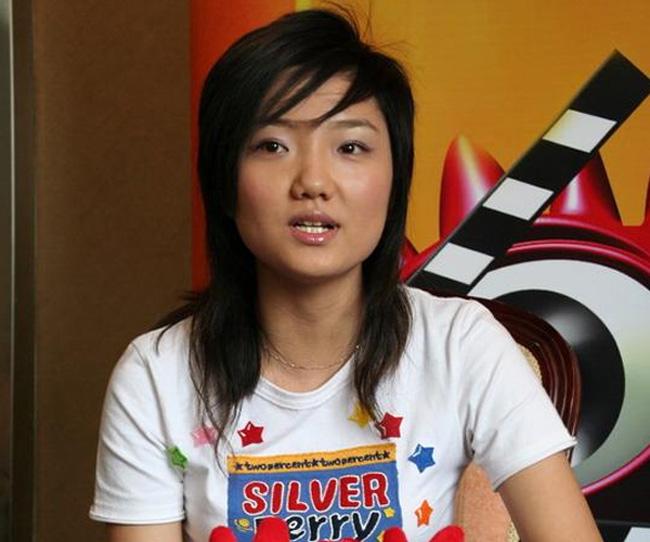 Năm 2006, Vương Tử tham gia Super Girls nhưng khi đó cô có gương mặt khá nam tính.