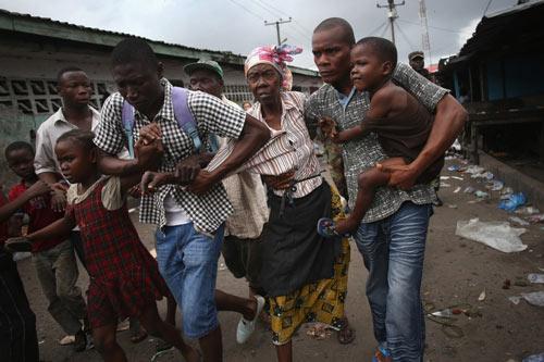 Bị cách ly vì Ebola, dân Liberia nổi loạn - 1