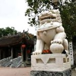 """Tin tức trong ngày - """"Chùa thờ Phật, sao lại đặt sư tử đá""""?"""