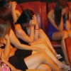 Gần 50 đối tượng ném đá cảnh sát, giải cứu nhóm mại dâm