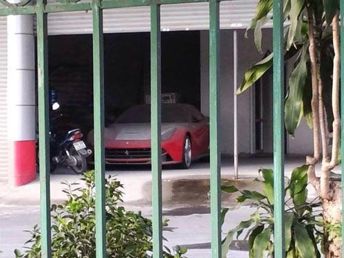 Ferrari F12 Berlinetta nằm phủ bụi tại Hải Phòng - 1