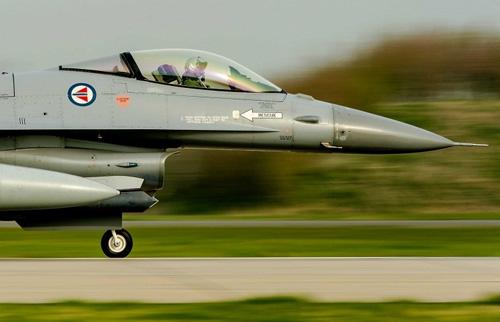 Chiến đấu cơ Hà Lan xuất kích chặn máy bay Nga - 1
