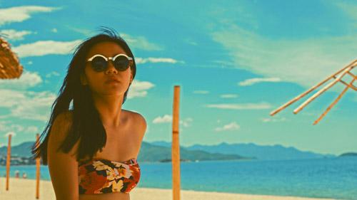 Văn Mai Hương gợi cảm với bikini trên biển - 2
