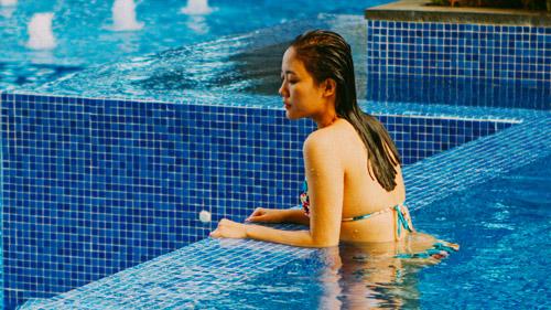 Văn Mai Hương gợi cảm với bikini trên biển - 3